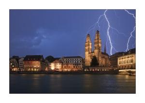 Schweiz_Zuerich_Stadt_Grossmuenster_Gewitter_Blitz_23129_fc